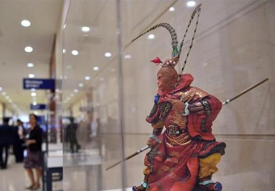 Давосын форум дээр дэлгэгдсэн Хятадын уламжлалт соёл урлагийн бүтээлүүд