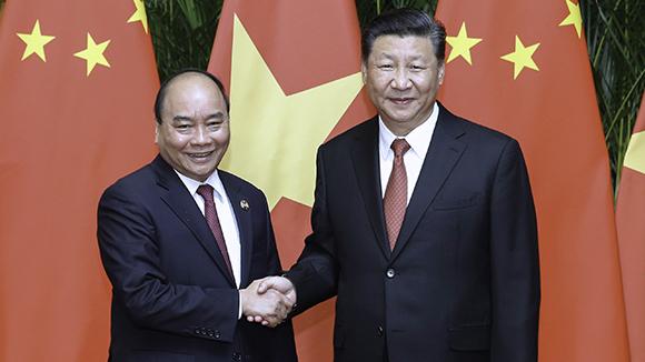 Ши Жиньпин Вьетнамын Ерөнхий сайд Руан Чуан Фуг хүлээн авч уулзав