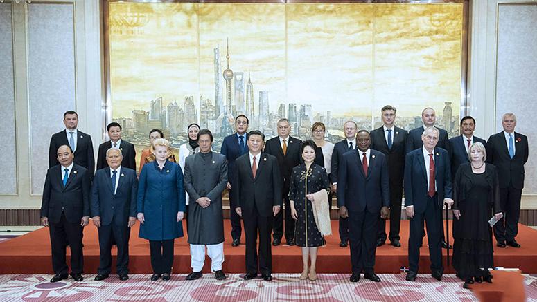 Ши Жиньпин, Пэн Лиюань нар импортын экспод оролцож буй олон орны зочдод хүндэтгэл үзүүлэв