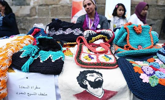 Олон улсын эмэгтэйчүүдийн эрхийг хамгаалах өдрийг угтаж Каир хотноо гар урлалын шоу болов