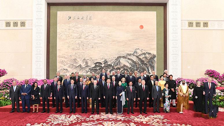 Ши Жиньпин болон Пэн Лиюань нар гадаадын эрхэмсэг зочдыг дайлав