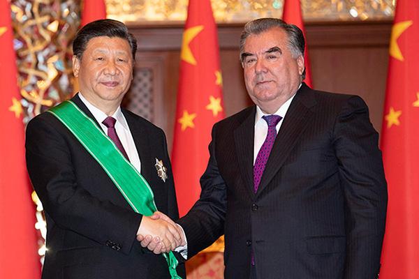Ши Жиньпинд хүндэтгэлийн одон олгов
