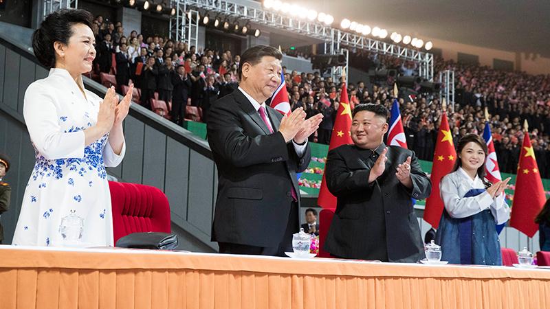 Ши Жиньпин, Пэн Лиюань нар Хойд Солонгосын урлагийн тоглолтыг үзэж сонирхов