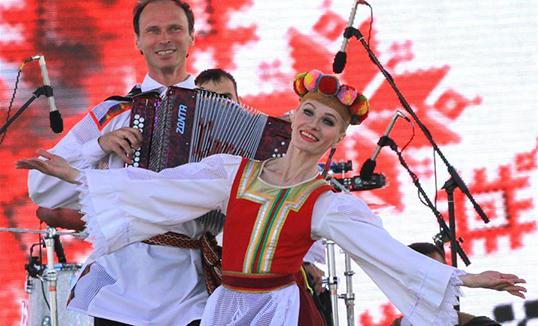 Беларусь тусгаар тогтнолын өдрөө сүрлэг тэмдэглэн өнгөрүүлэв