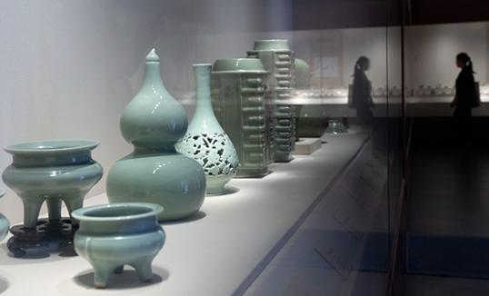 """""""Луут булаг—Луут булгийн хөх шаазан болон даяаршил"""" үзэсгэлэн Хааны ордон музейд нээлтээ хийв"""