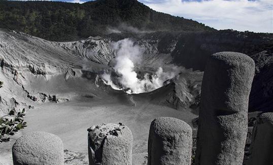 Индонезийн Баруун Жавад галт уул дэлбэрэв