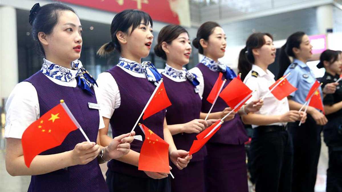 БНХАУ байгуулагдсаны 70 жилийн ойг тэмдэглэн иргэд Шанхайд флашмоб хийв