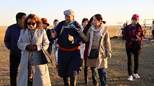 Хятад Монголын сэтгүүлчид Зүүн үзэмчин хошуунд ажиллав