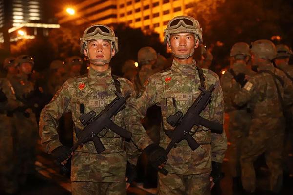 Тяньаньмэний талбайн цэргийн парадад монгол залуу оролцжээ