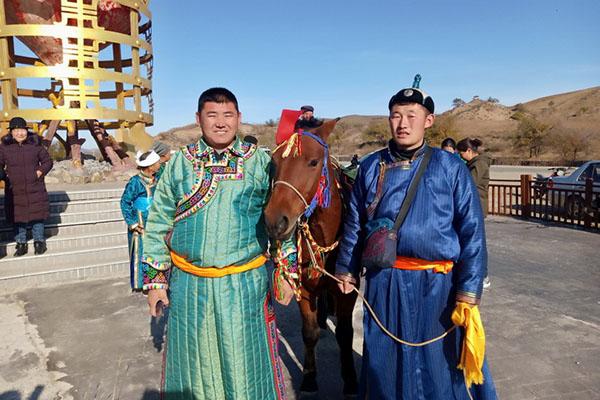Монгол залуу моритойгоо Утай хүрнэ