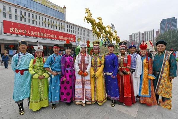 Улсын баярын жагсаалд оролцсон Өвөр монголын цэцэгт тэргийг нийтэд үзүүлнэ