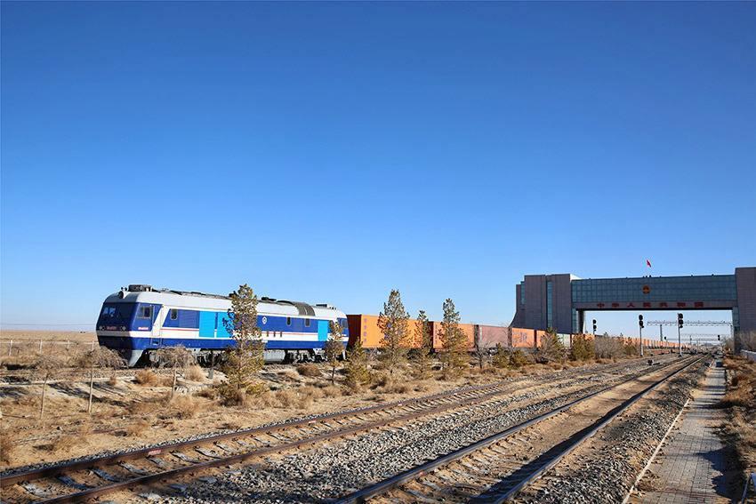 Хятад-Европын бараа тээврийн галт тэрэг үйл ажиллагаагаа явуулж эхлэв