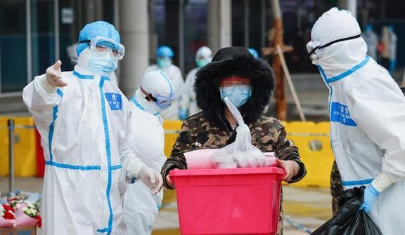 Үхань хотын анхны хятад анагаахын нүүдлийн эмнэлгийн эхний ээлжийн өвчтөн илааршиж эмнэлгээс гарчээ