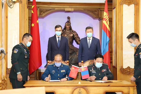 БХЯ-наас Монгол Улсын цэрэг армийнханд цар тахлаас урьдчилан сэргийлэх эд бараа хандивлав