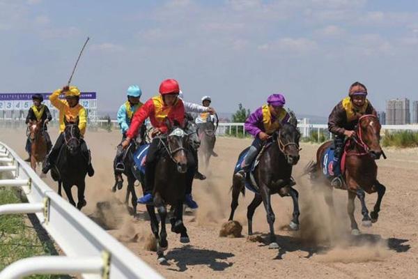 2020-Өвөр Монголын морин спортын наадам нээгдэв